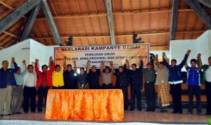 Deklarasi Kampanye Damai Pemilu 2014 bersama Bupati Buleleng, Putu Agus Suradnyana, ST. di Gedung Wanita Laksmi Graha Singaraja, Selasa, 2 April 2013